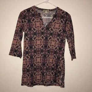 Patterned half sleeve Lucky Brand tee.
